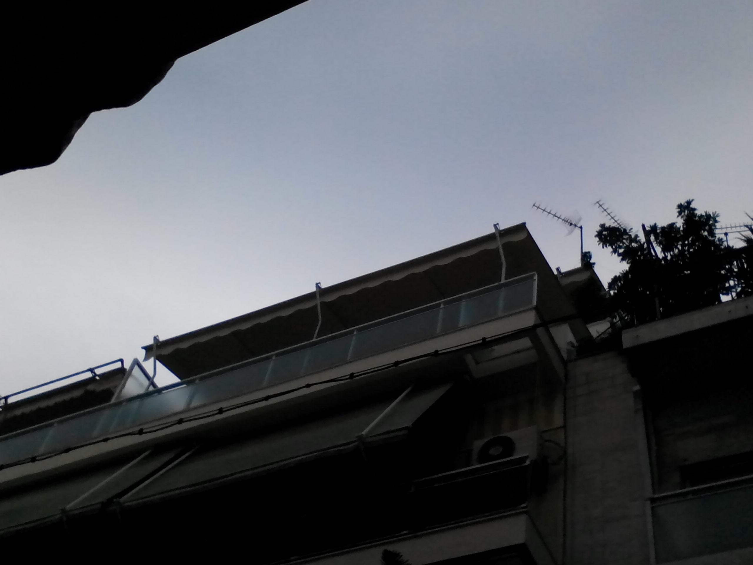 Τέντα  με αντιρίδες κ κολώνες σε ρετιρέ